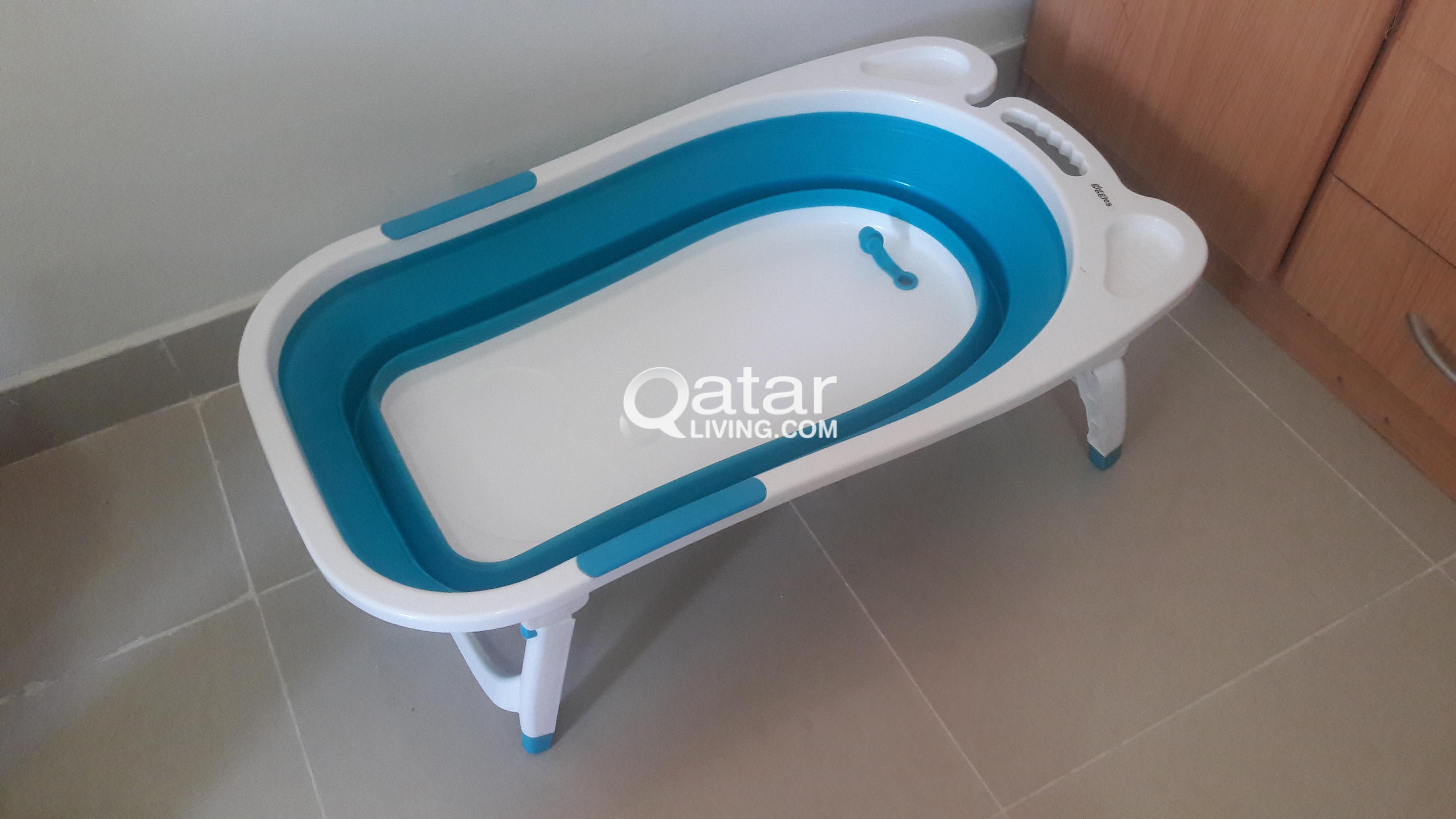 Giggles foldable baby bathtub | Qatar Living