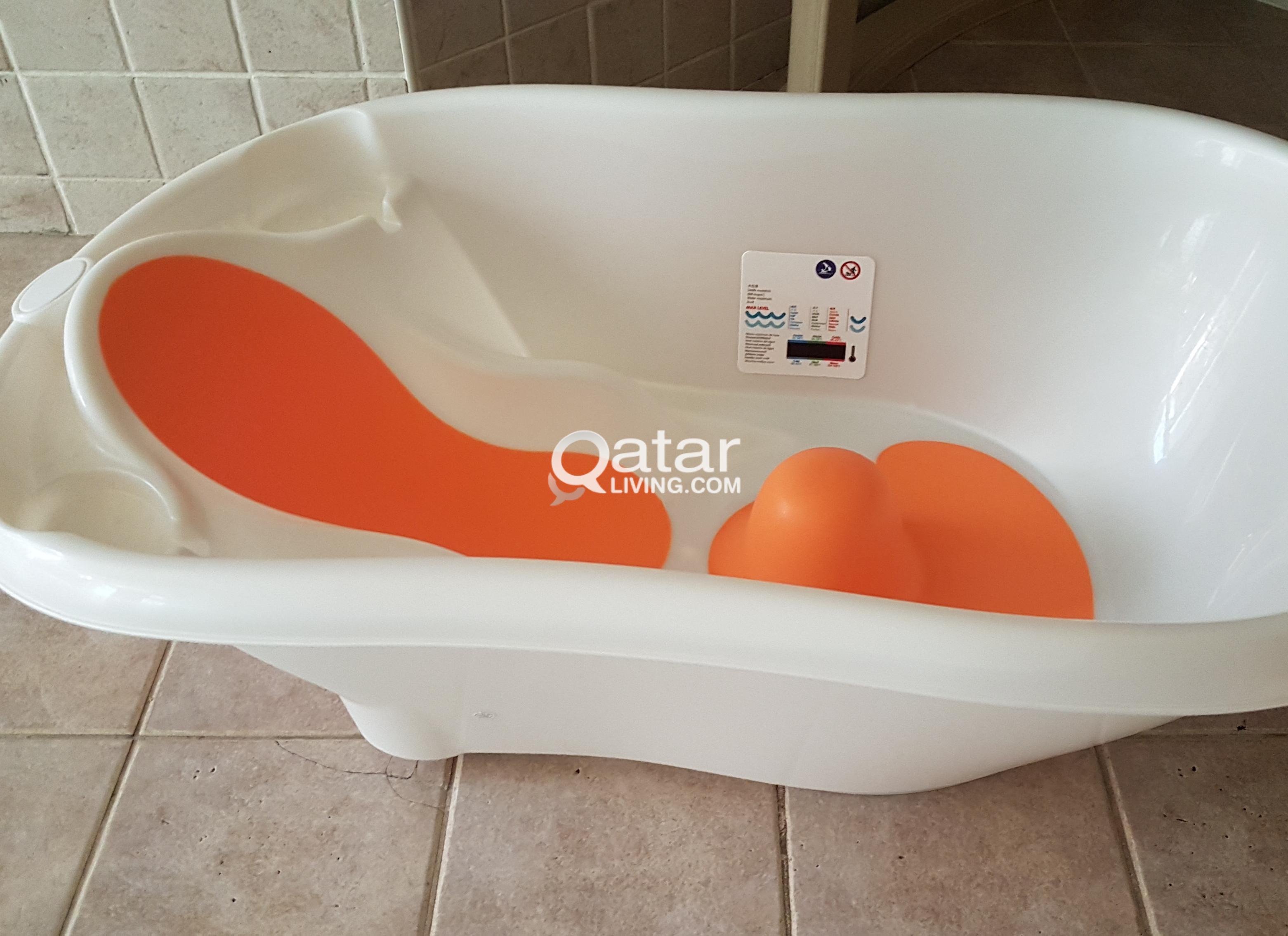 Baby bathtub with water temperature indicator   Qatar Living