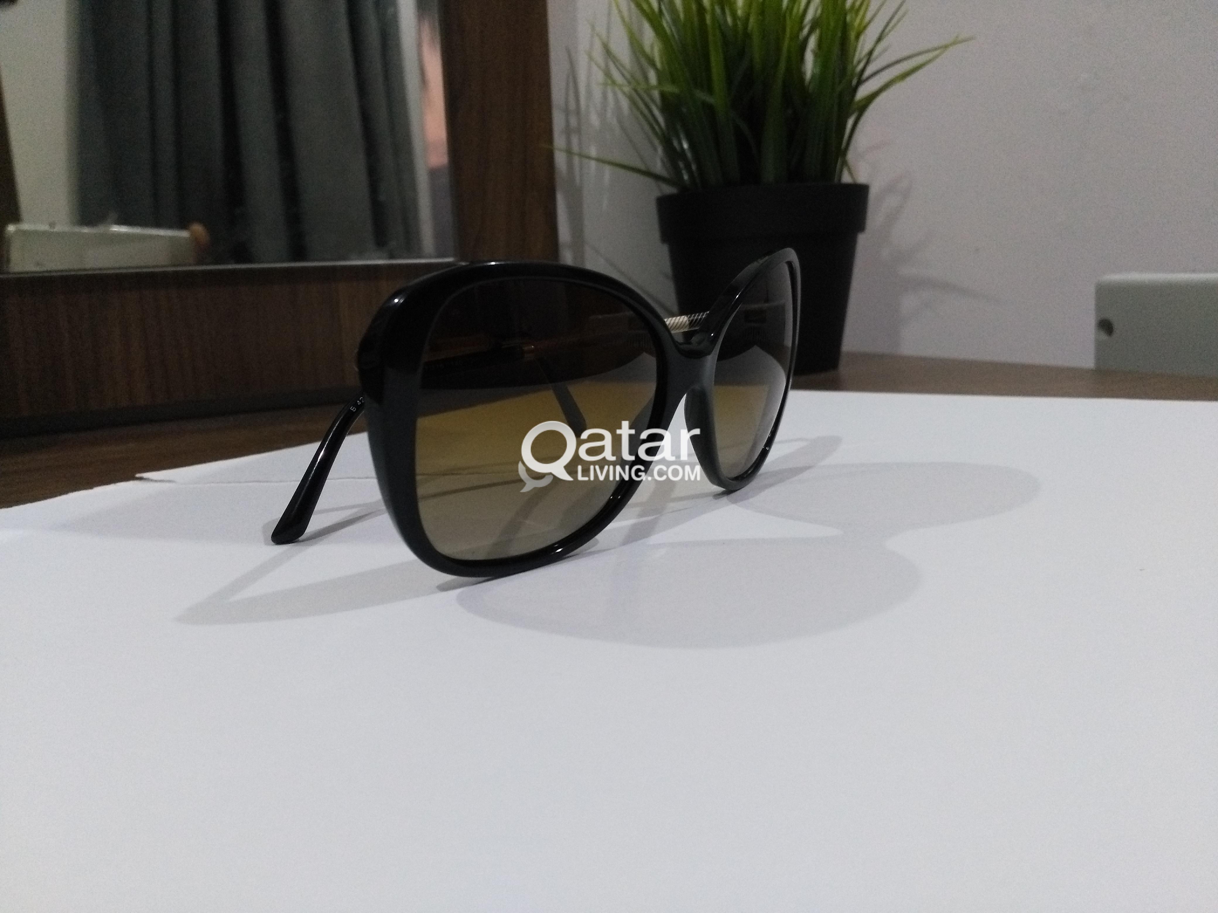 c138b5c581d2 original 2 pcs prada and burberry sunglasses woman