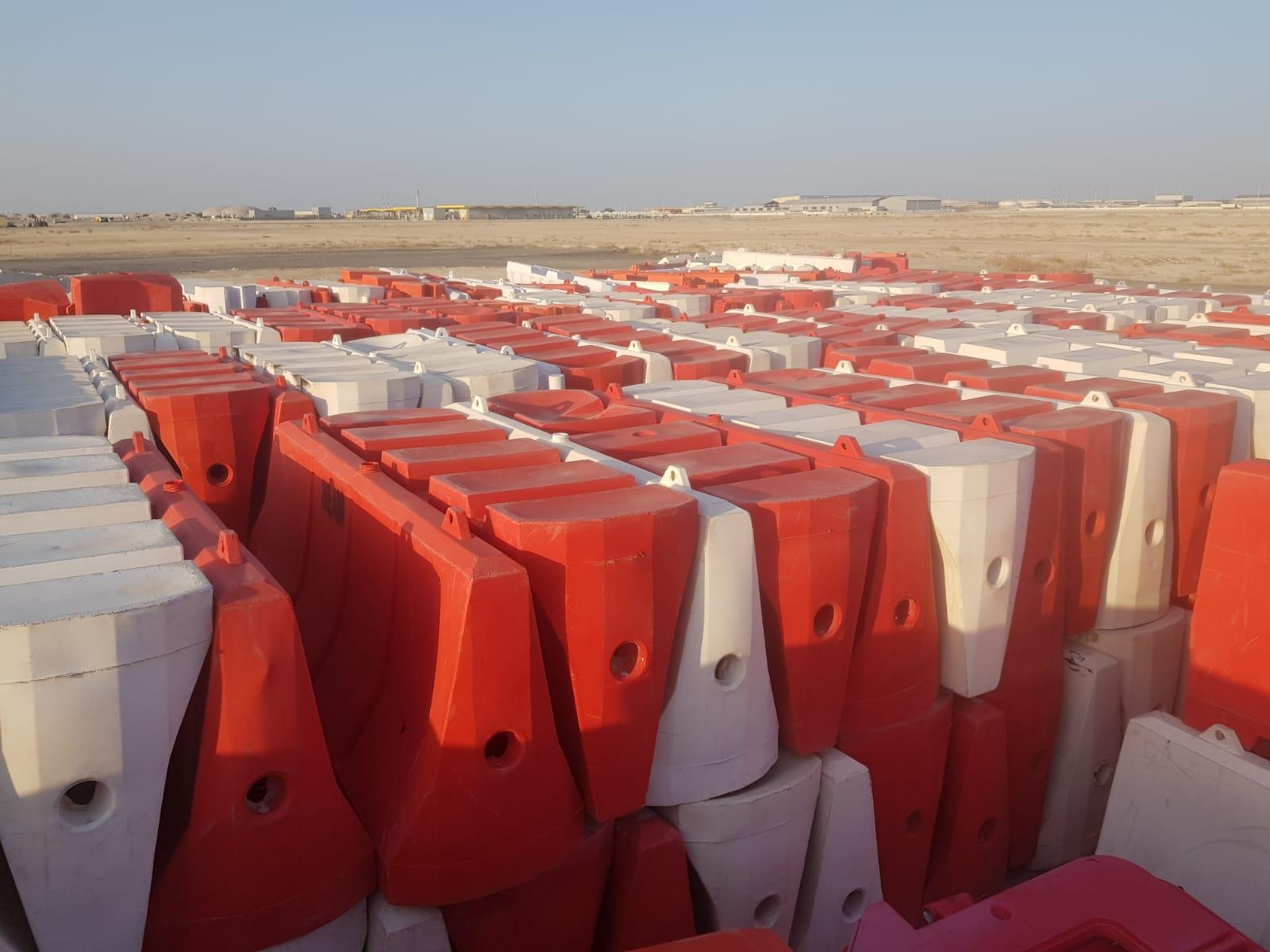 concrete and plastic  barriers  for sale 3.8 meter