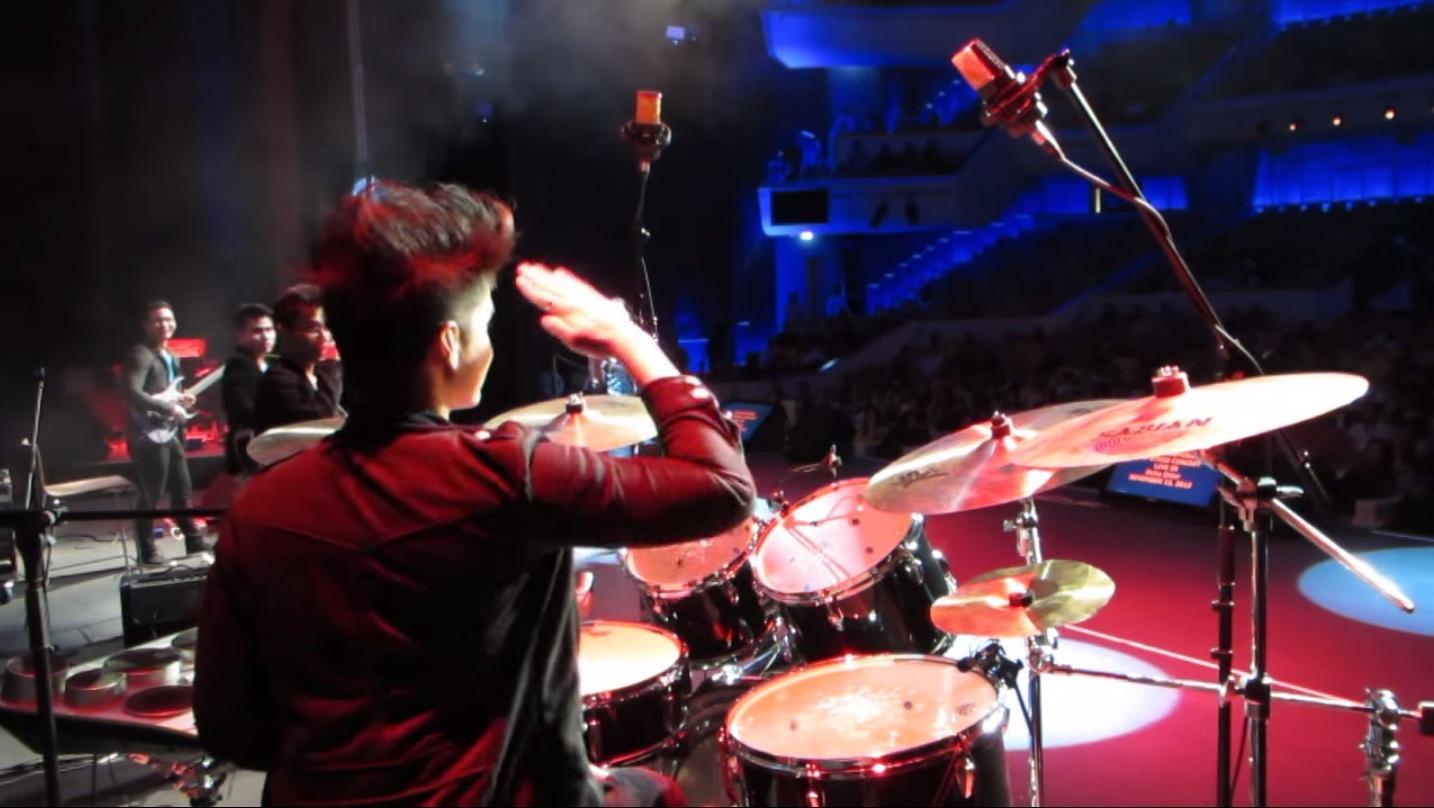 Drum Teacher, teaching immersive drum lessons to all aspiring drummers!