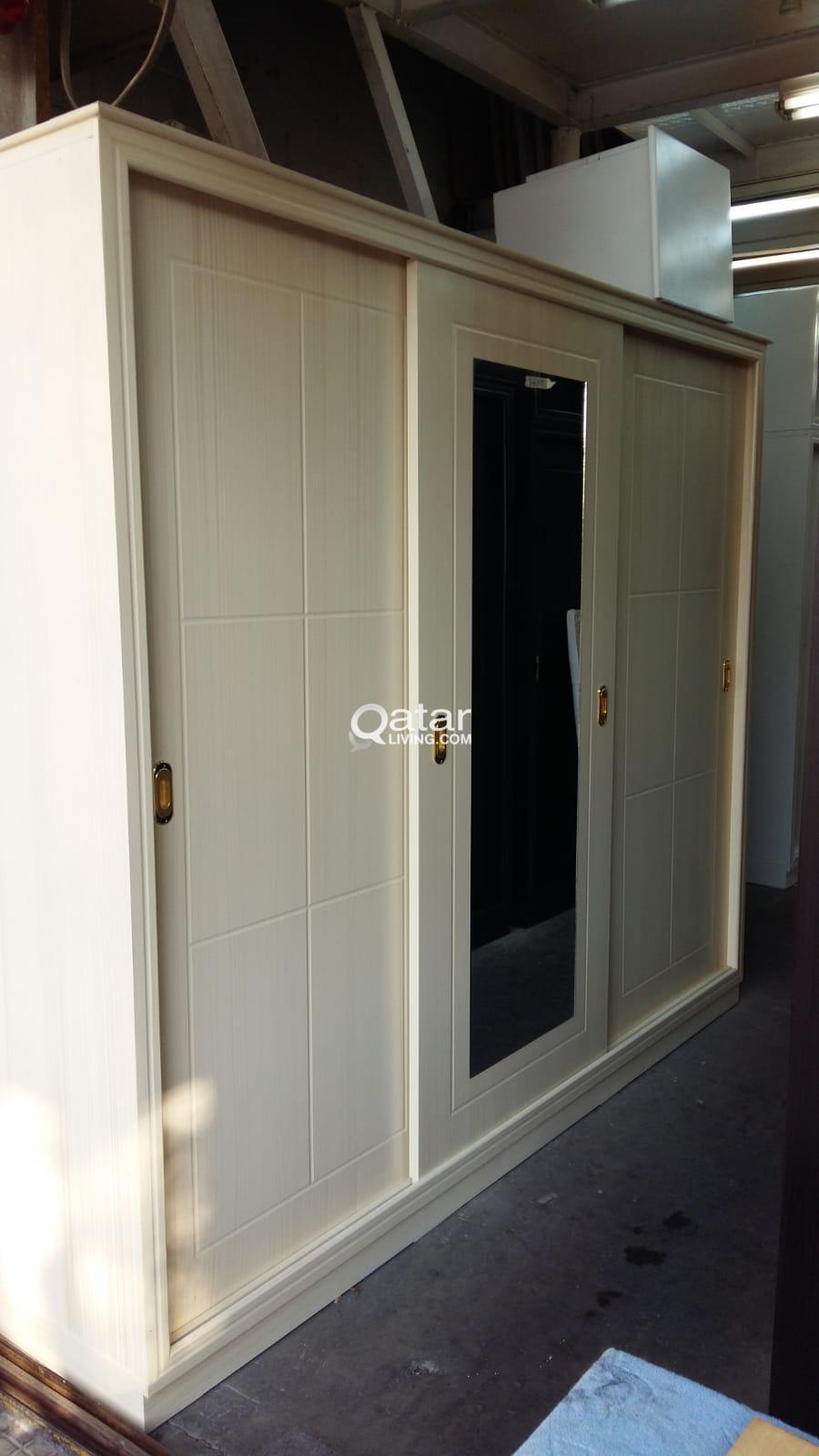 cabenet sefting service with carpenter
