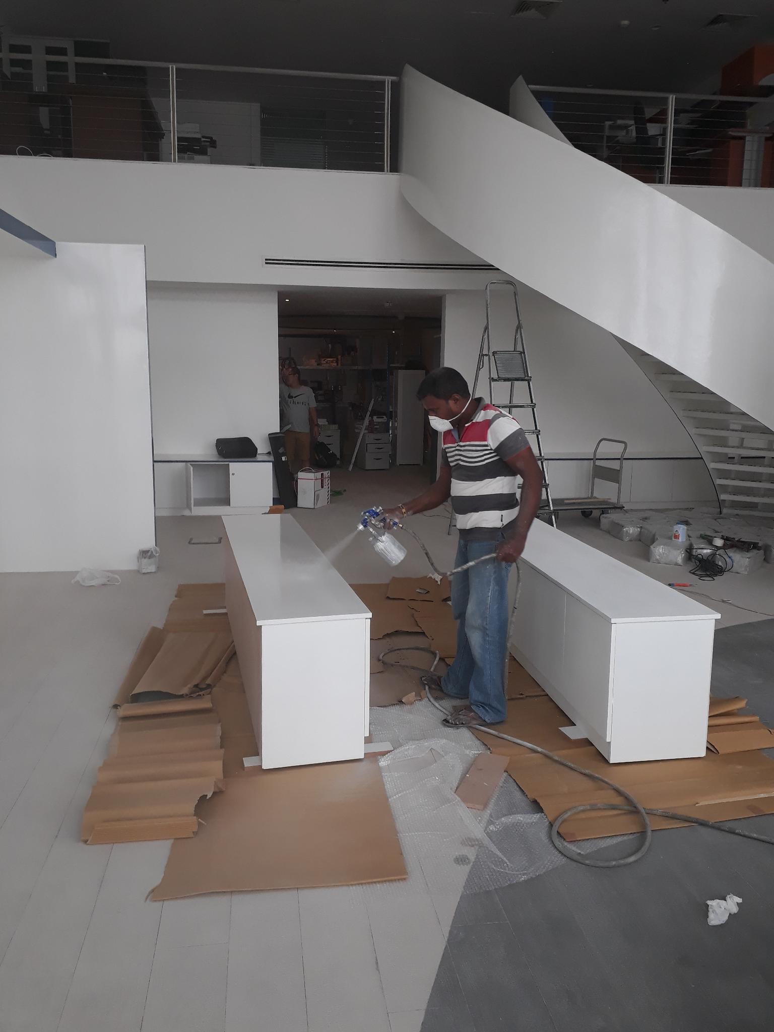 Carpentar, paintng, spray paint professional, main