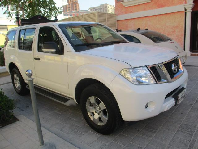 Nissan Pathfinder 2015 SV White colour Low Kms _