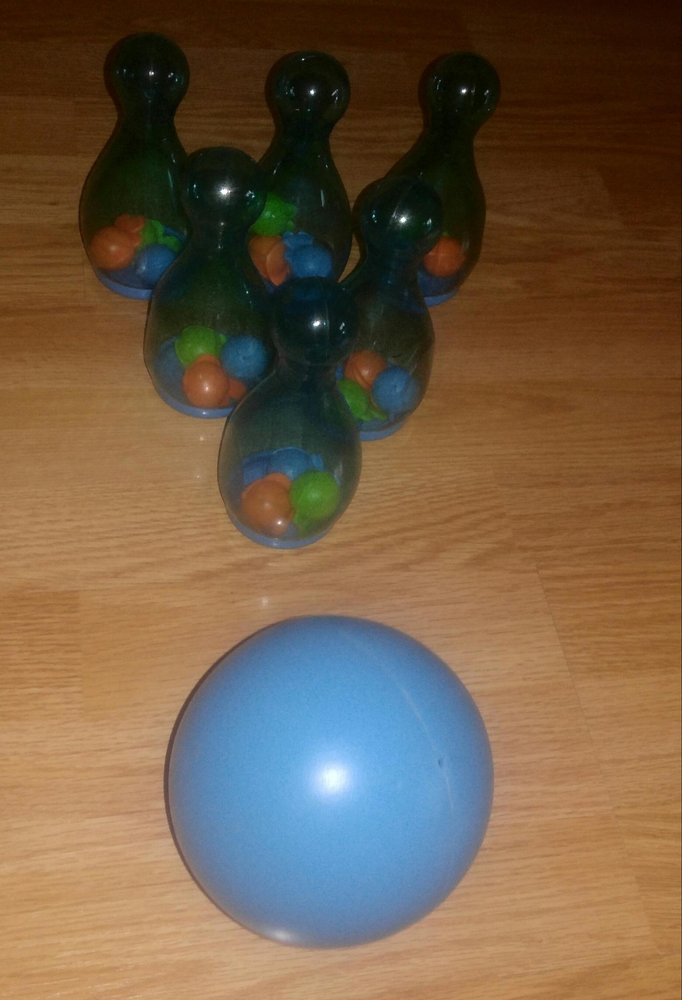 Kidzone 6 Bowling pins and ball