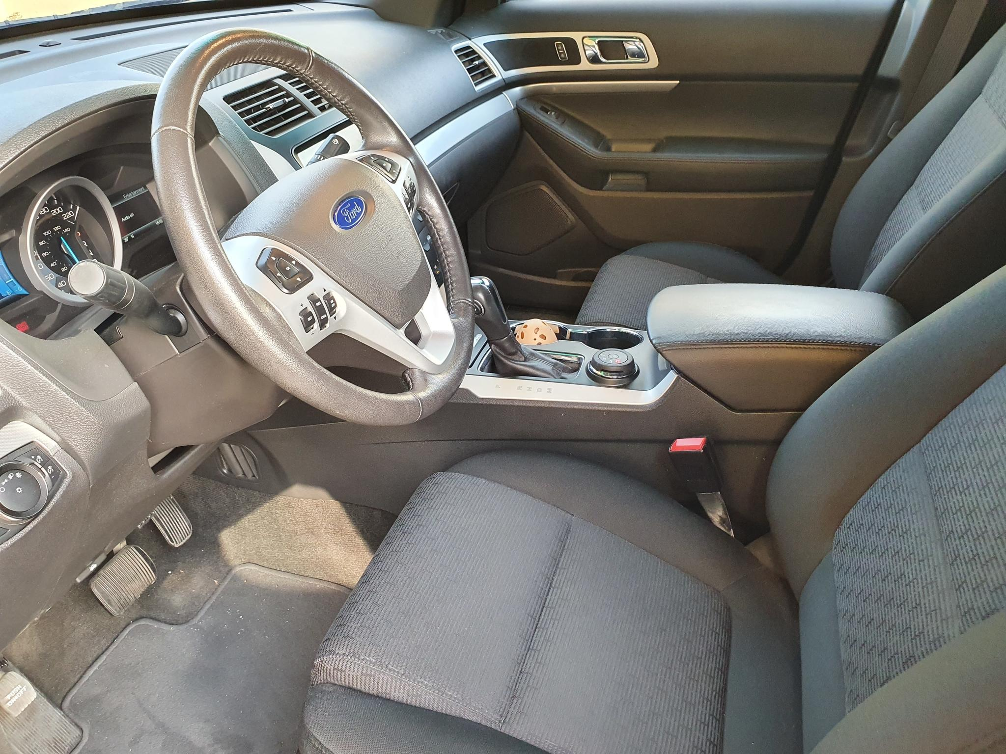 2015 FORD EXPLORER XLT with only 34000 kms