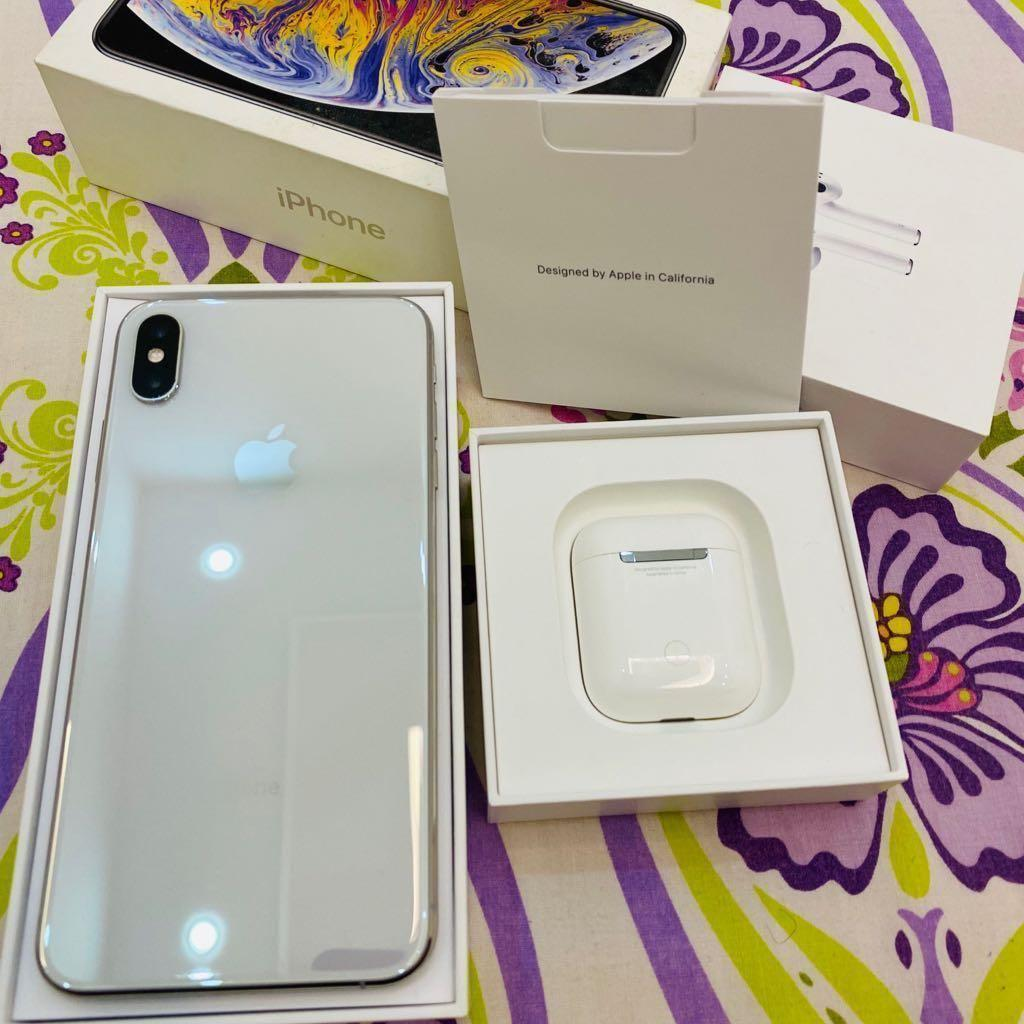 Apple iPhone Xs Max 64 GB with Airpods mint cond