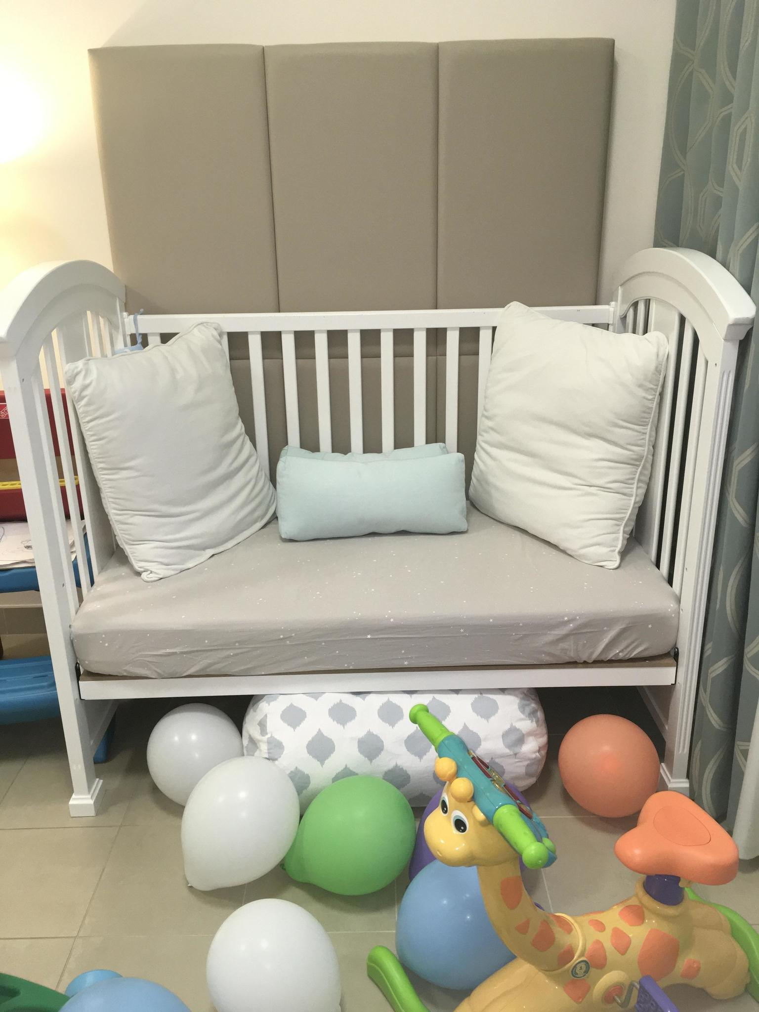 Wooden baby cot (center point)