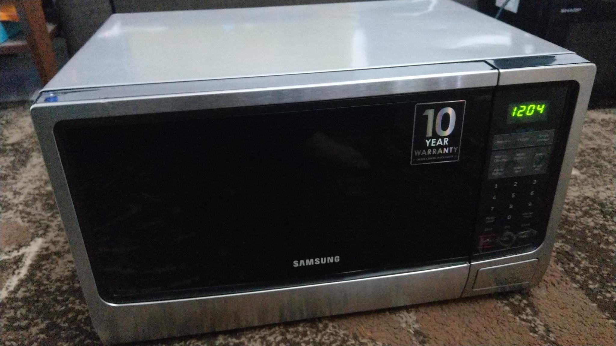 Samsung microwave 32litre as new still in warranty
