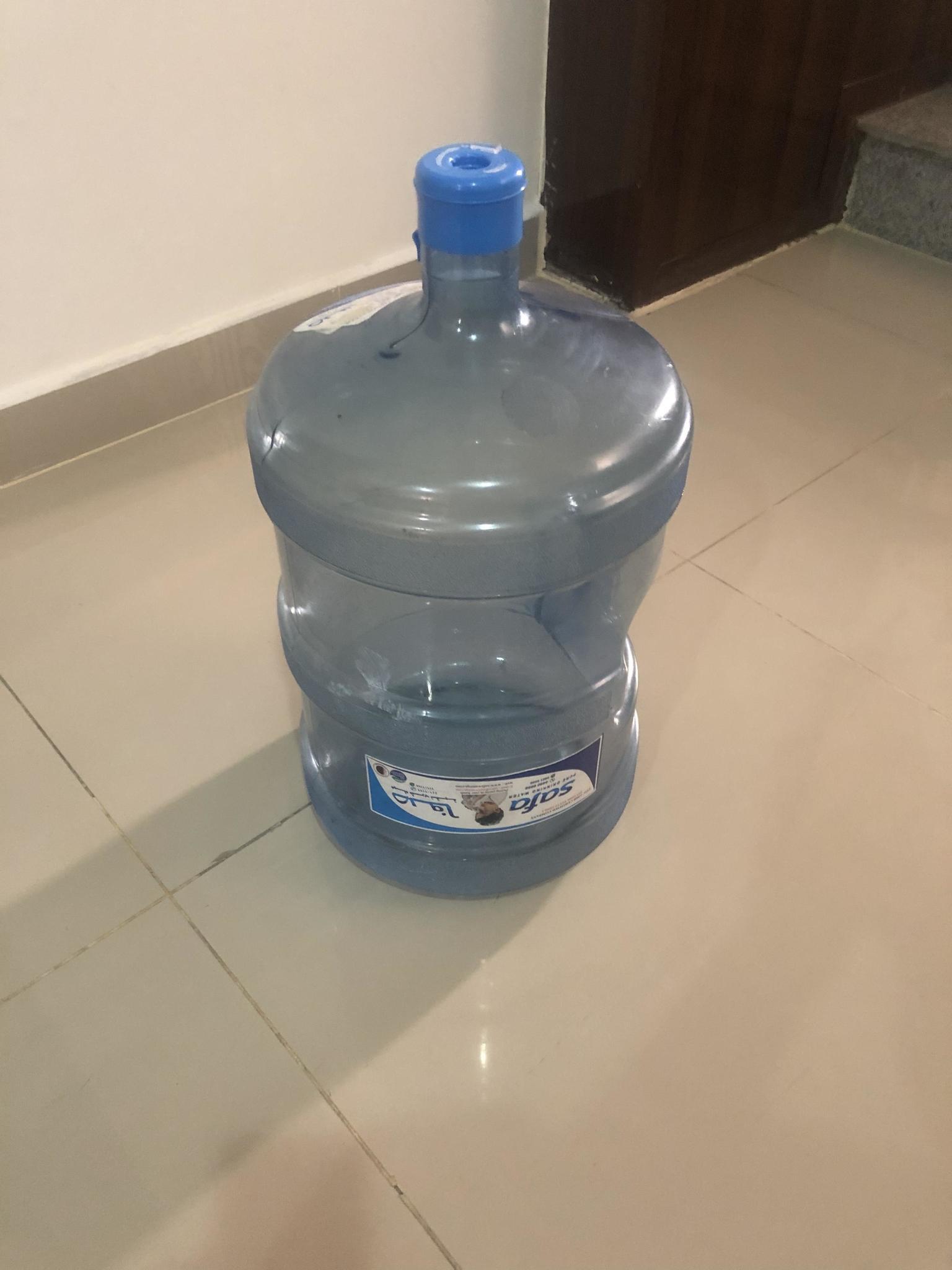 6 Water bottles SAFA