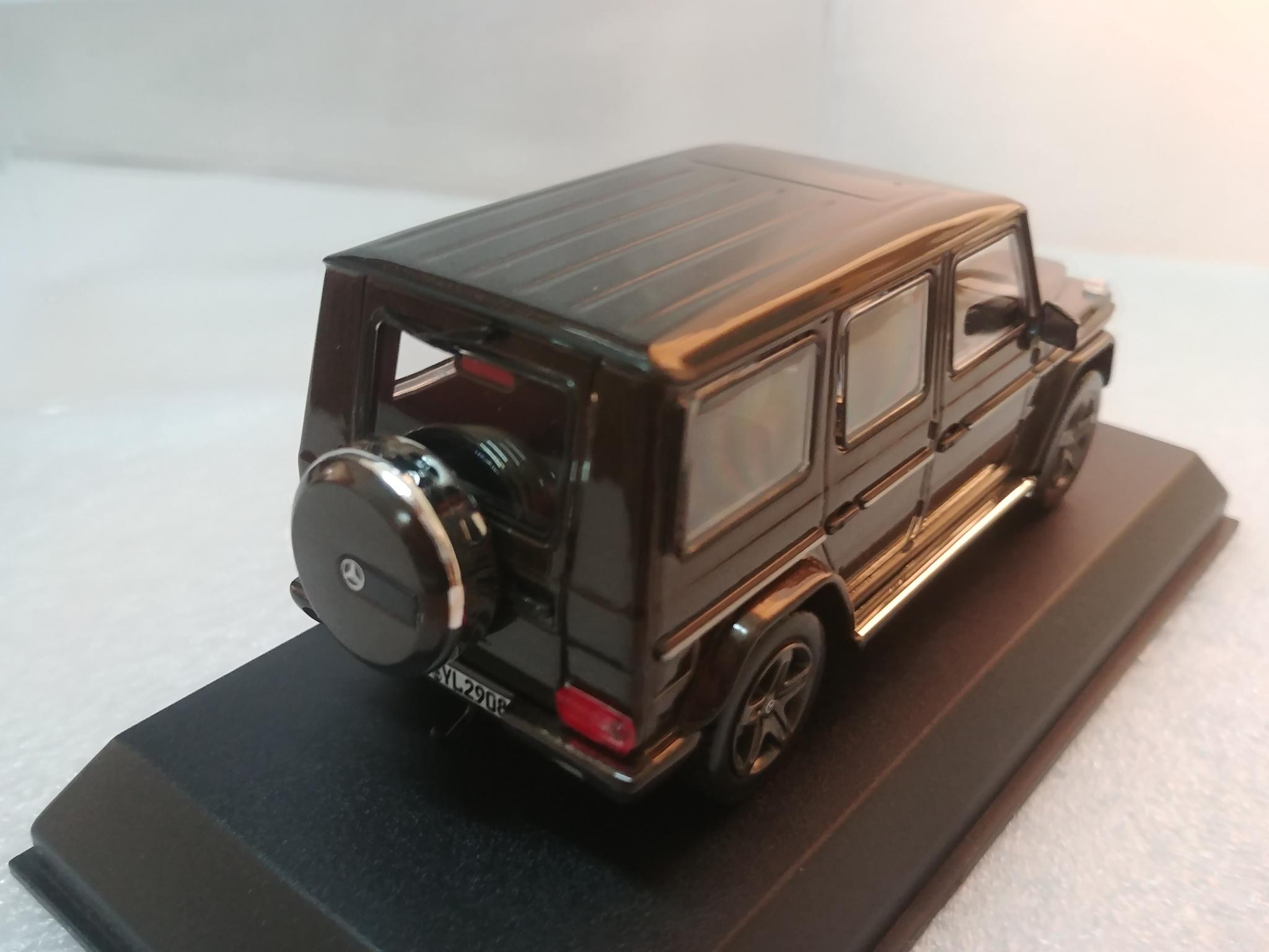 1:43 scale 2 car models