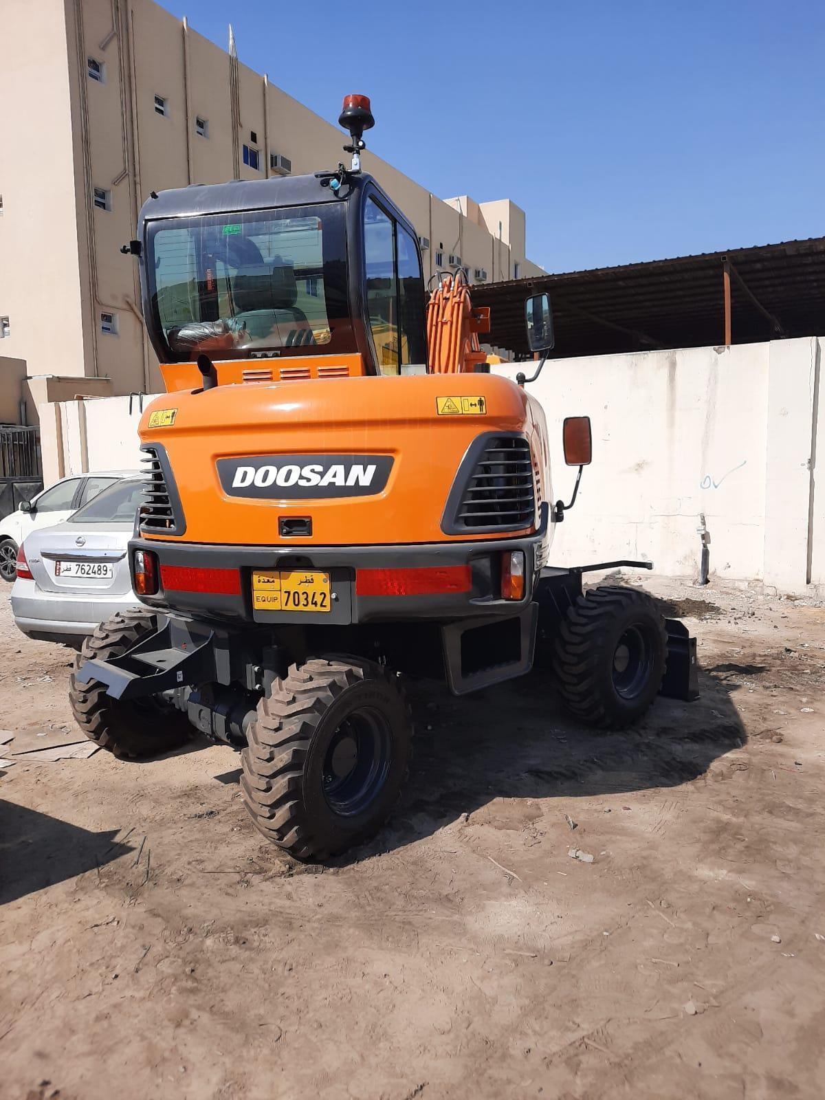 Whwel  Excavator for rent in qatar