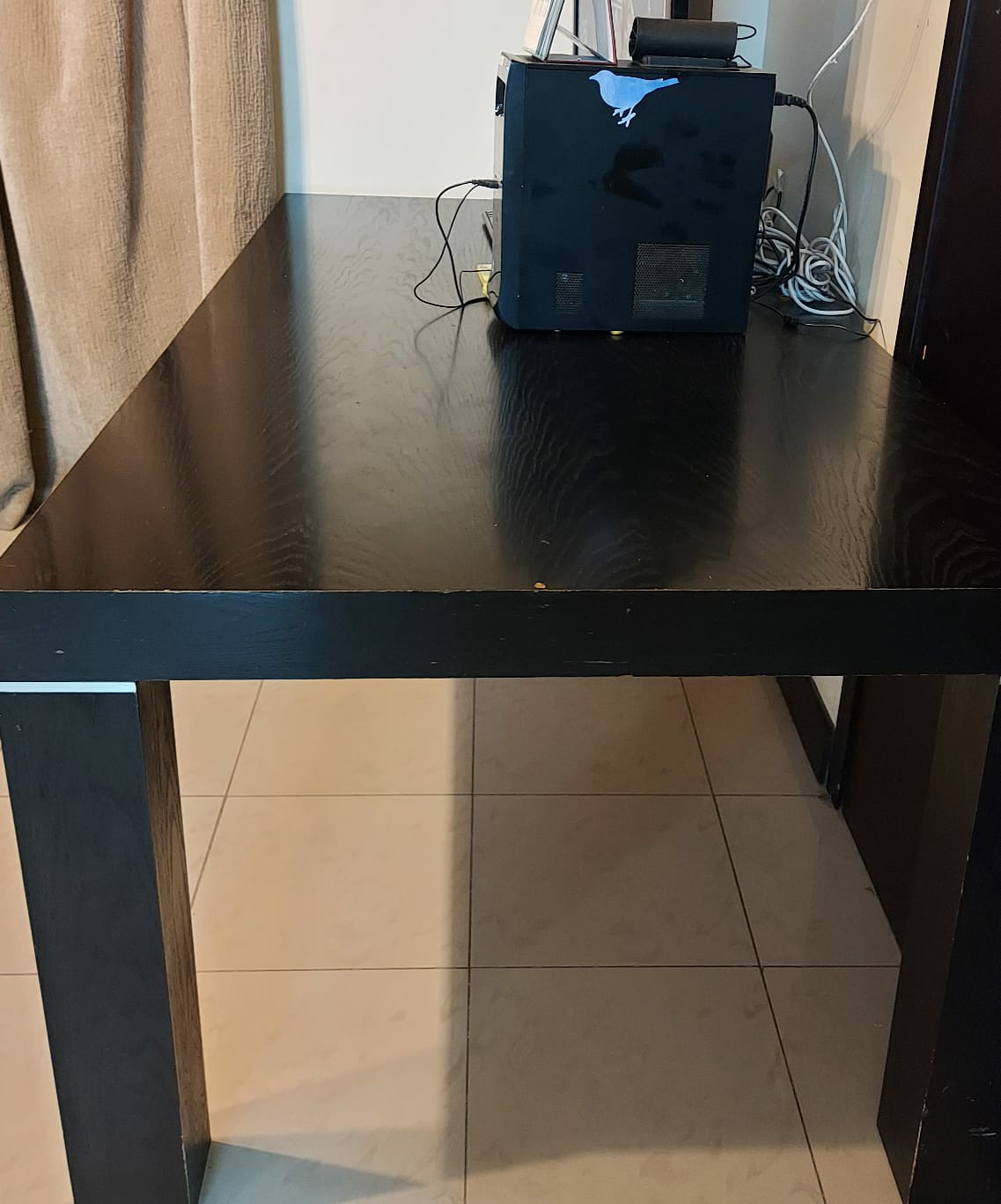Dining table urgent sale