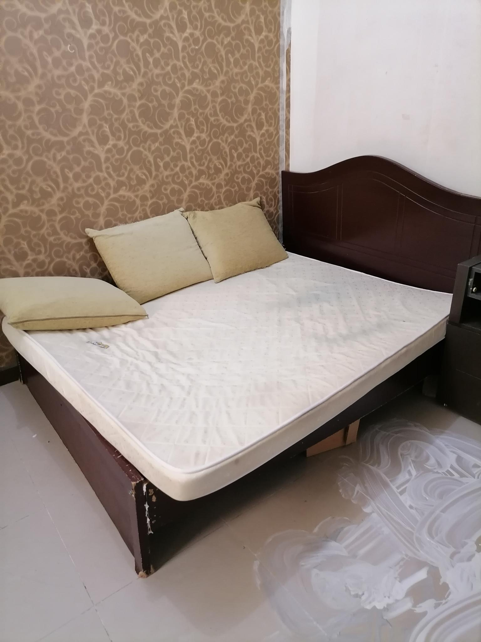 almost brand new matress (( 3 months use only))