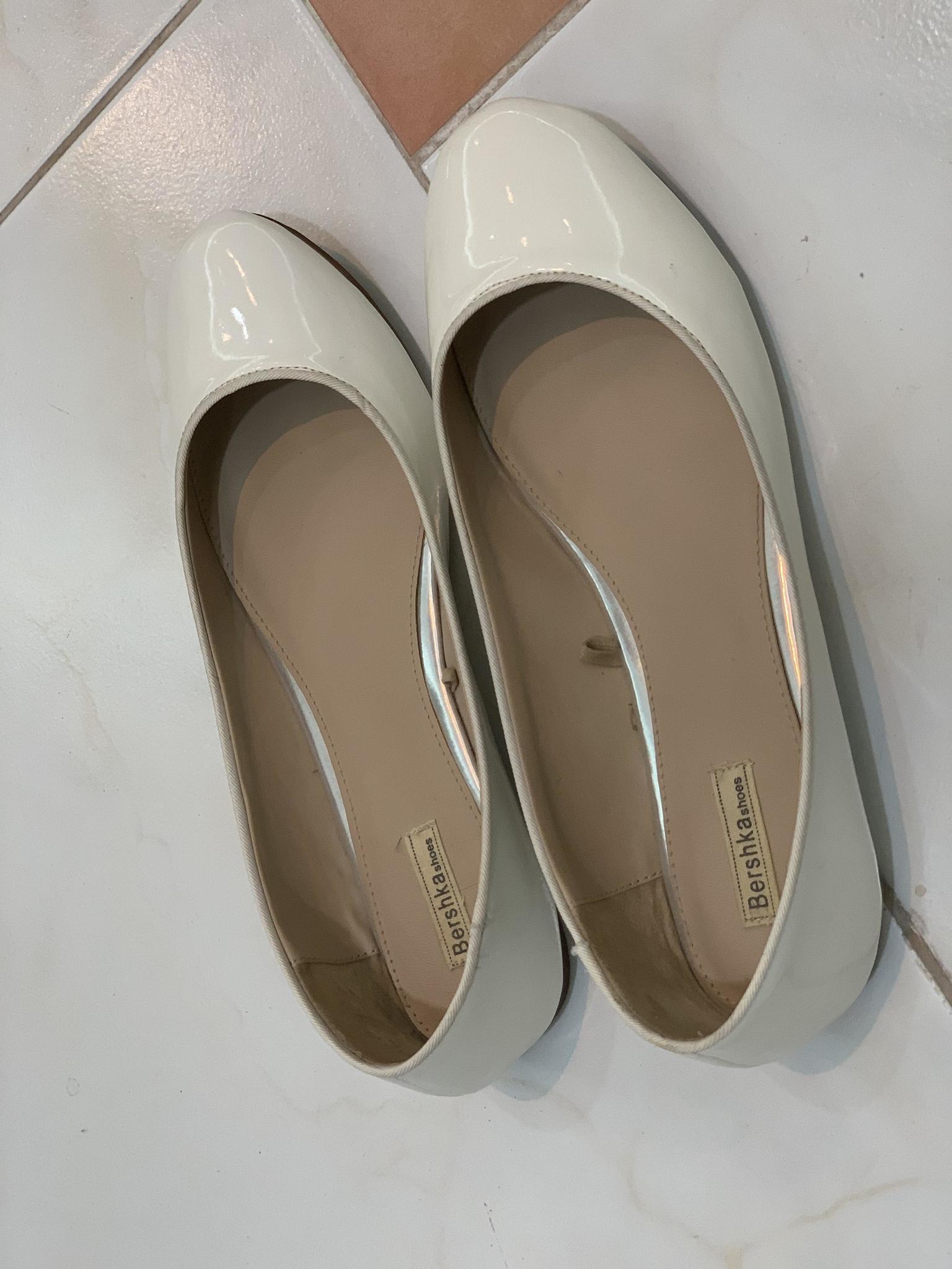 Breshka White Shoes Size 41