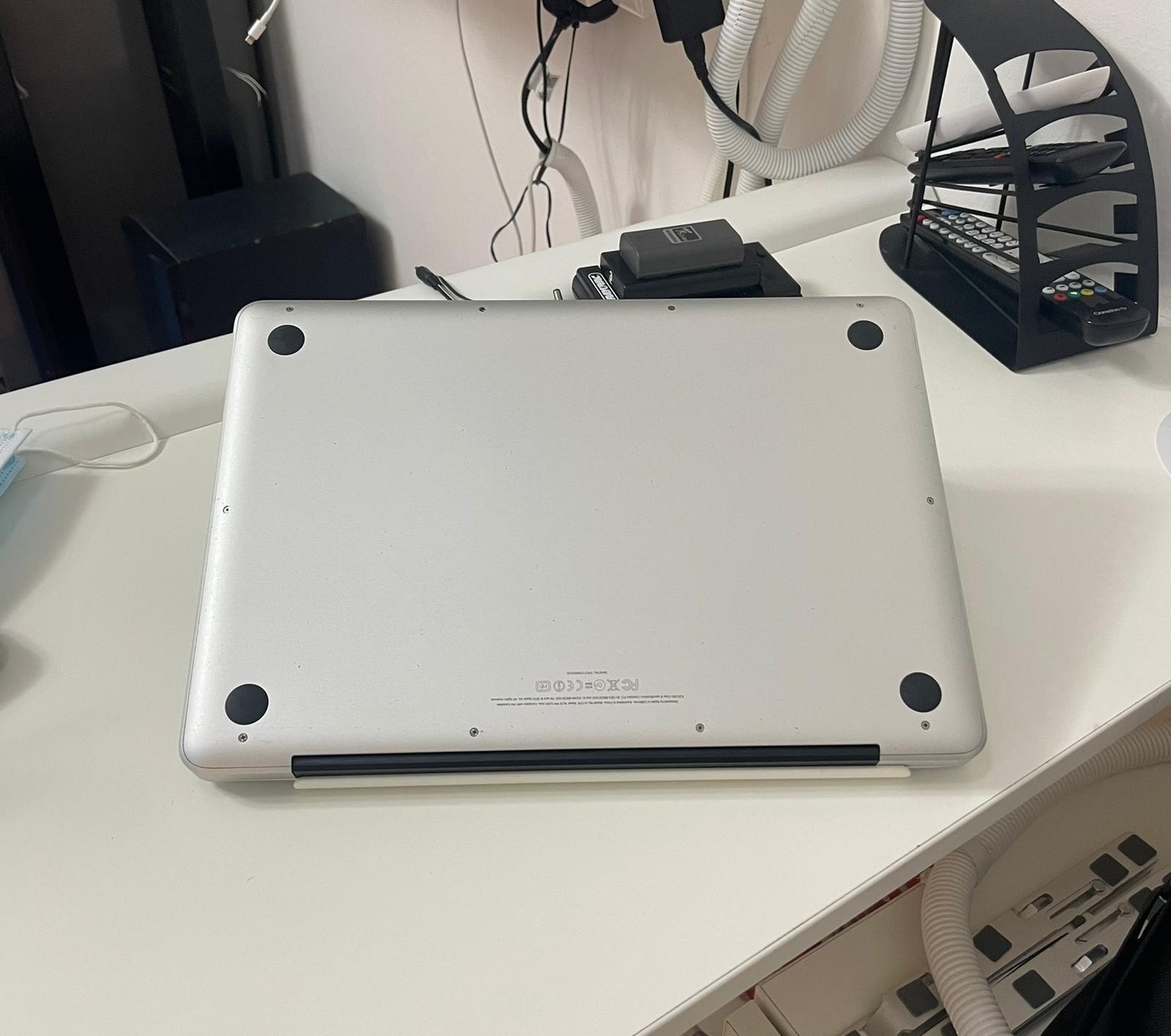 Macbook pro Core i5 Ram 8GB RAM 640GB HDD