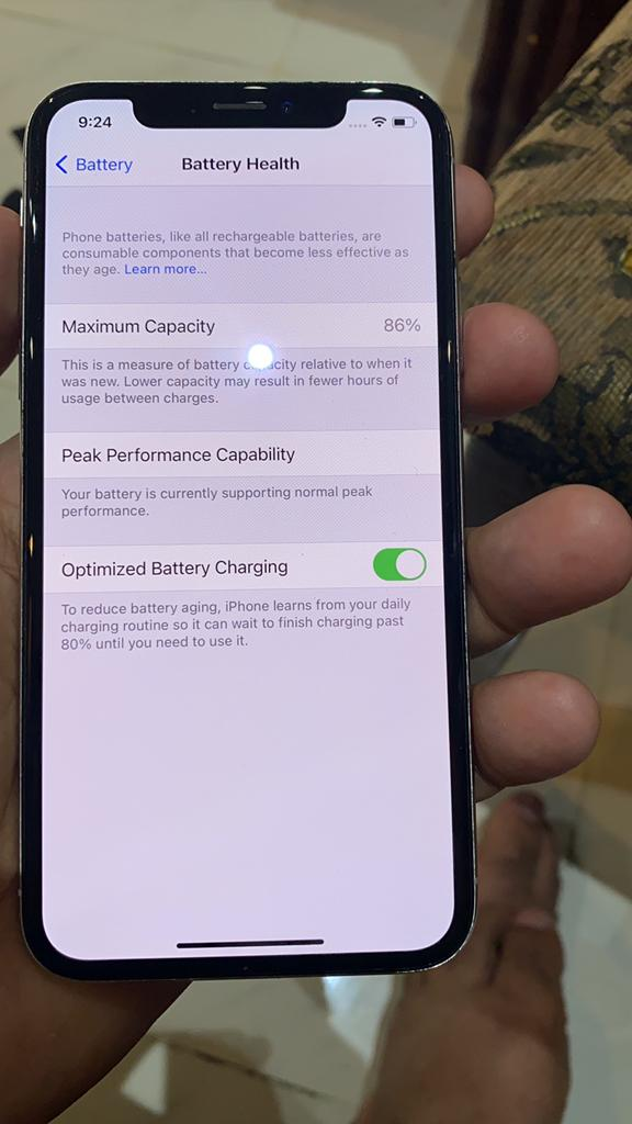iPhone X 64GB   Qar 1,100/- FIXED PRICE