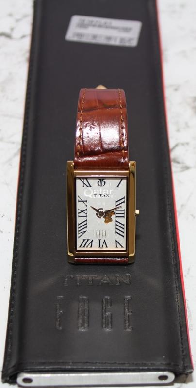 4ccb085120f Titan Men s 1515YL01 Edge Ultra Slim 3.5mm Thin Watch