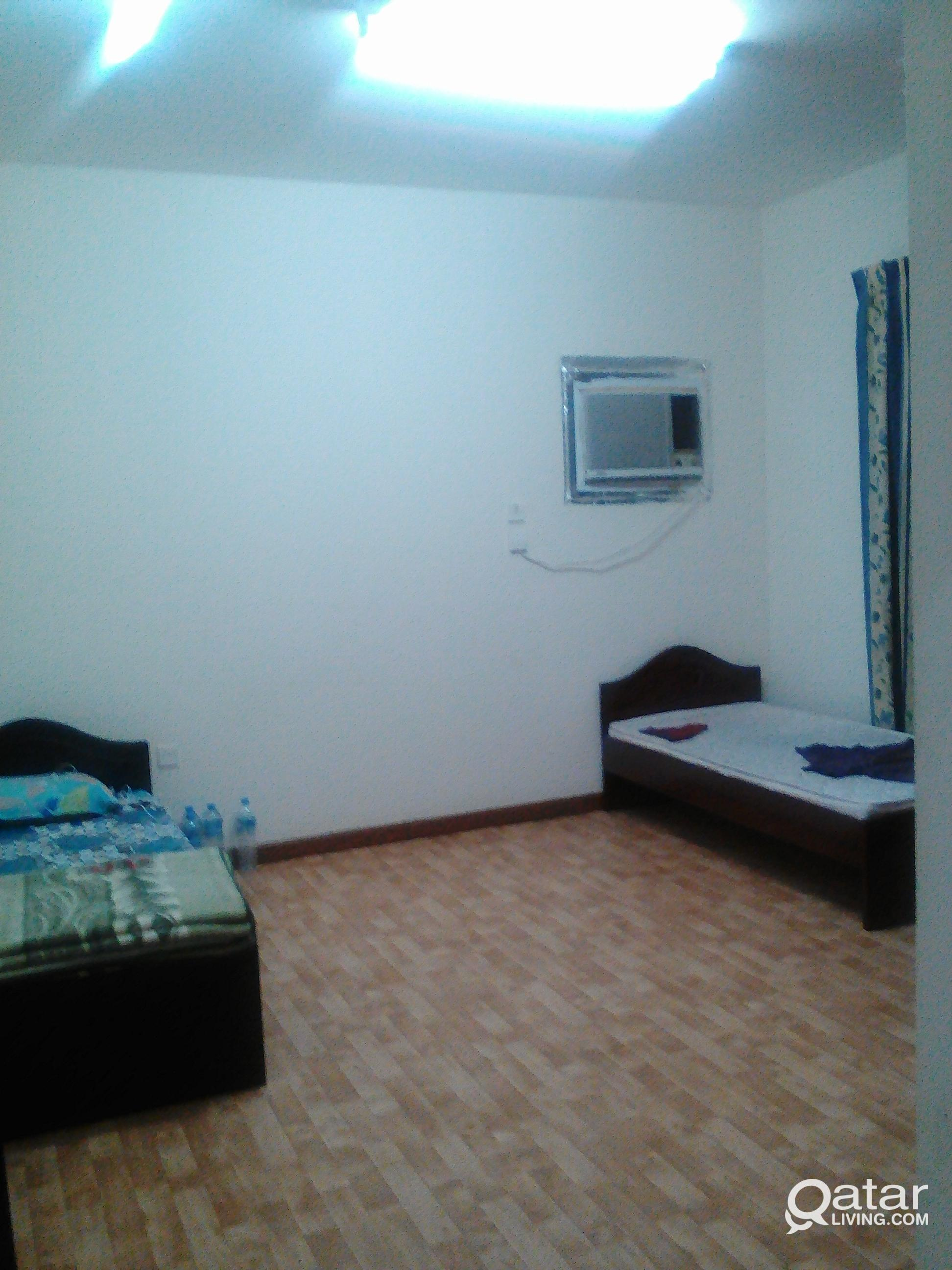 INDIAN EXECUTIVE BED SPACE IN MANSOORA / FAMILY RO