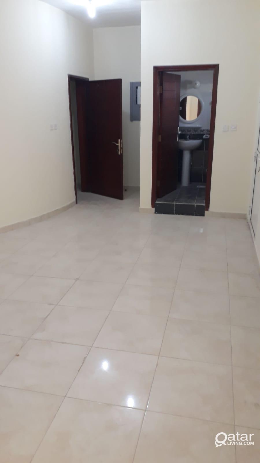 Studio  Flat available Ain khaleed