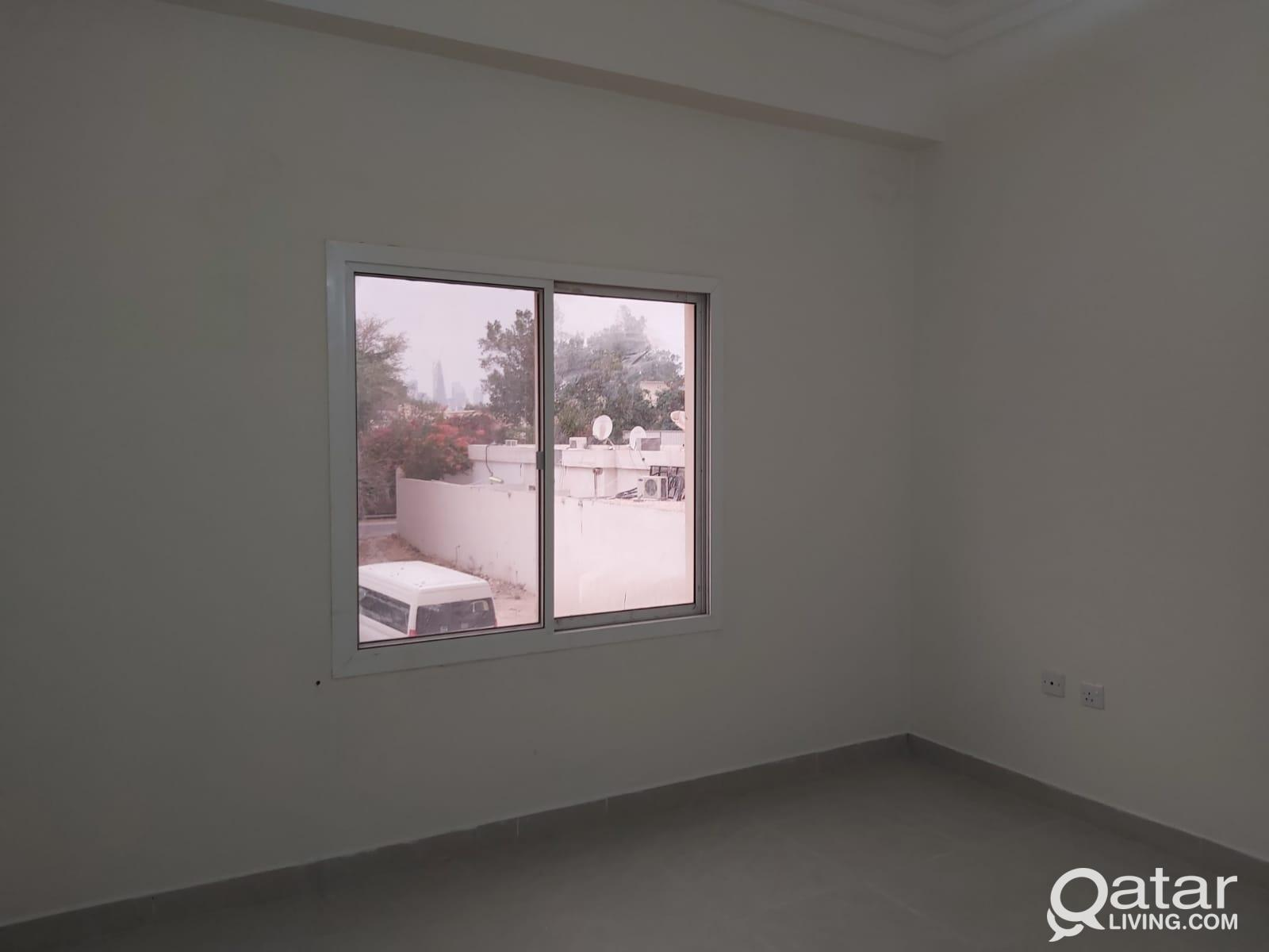 3766 ONE MONTH FREE!! Unfurnished 3 BHK Apartment