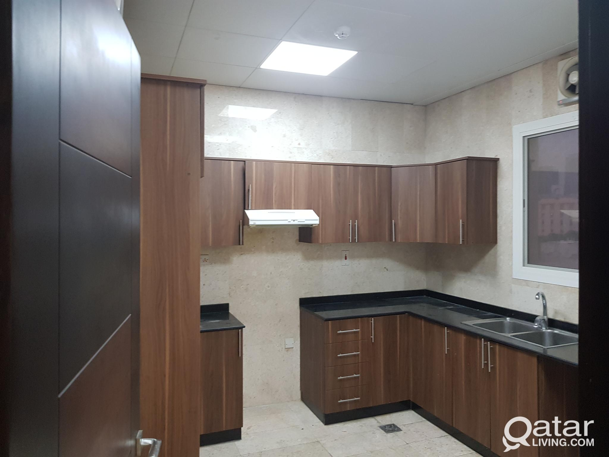 Apartment at alnasar 3bhk super lux new 6000 qr شق