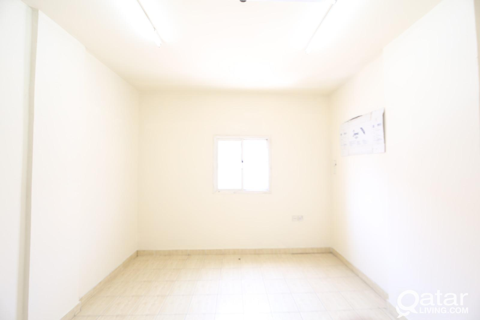 ONE ROOM BACHLORE  AVAILABLE IN OLD SALTHA. NO COM