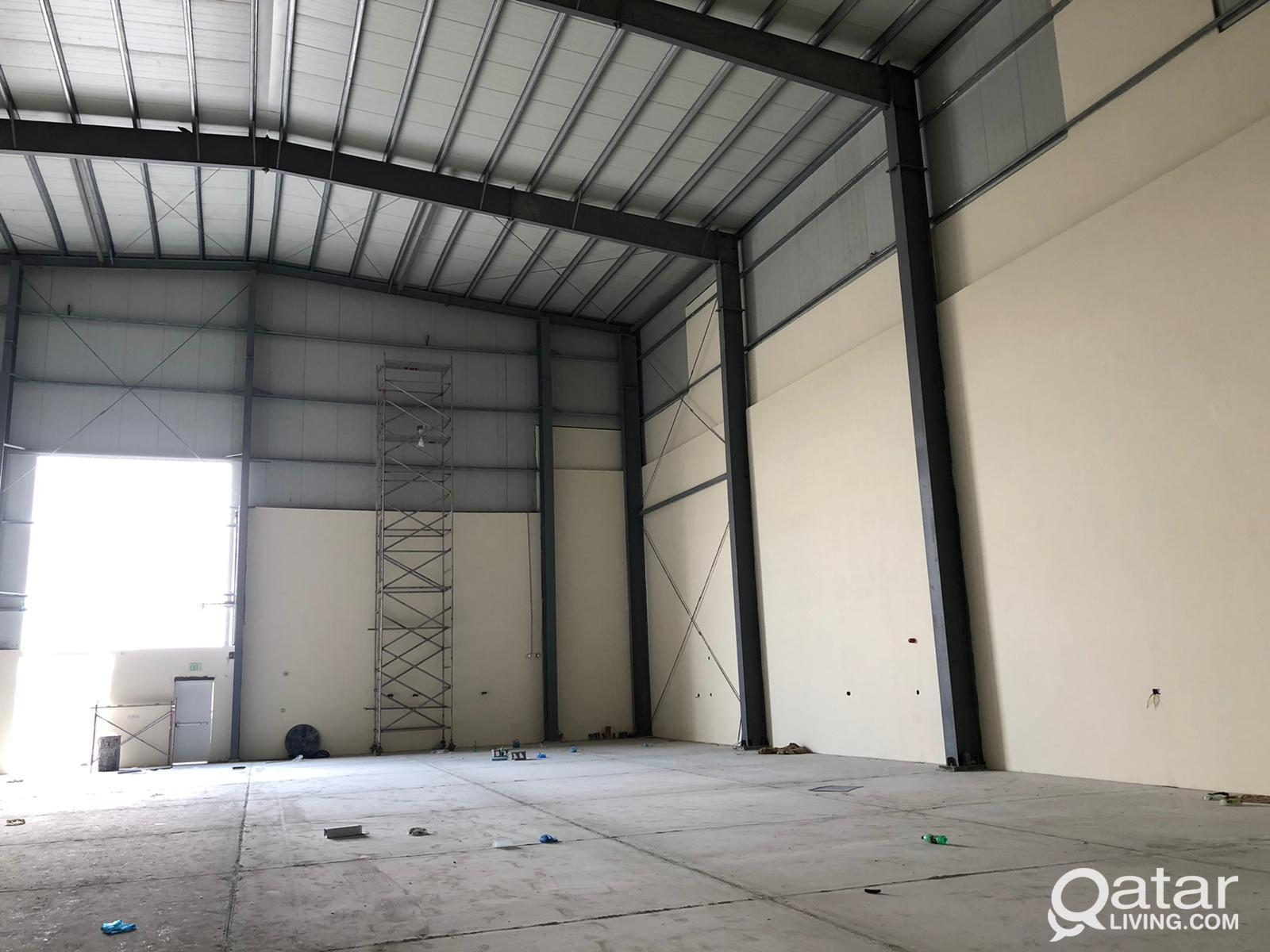 Food store  with 24 rooms for rent in industrial a