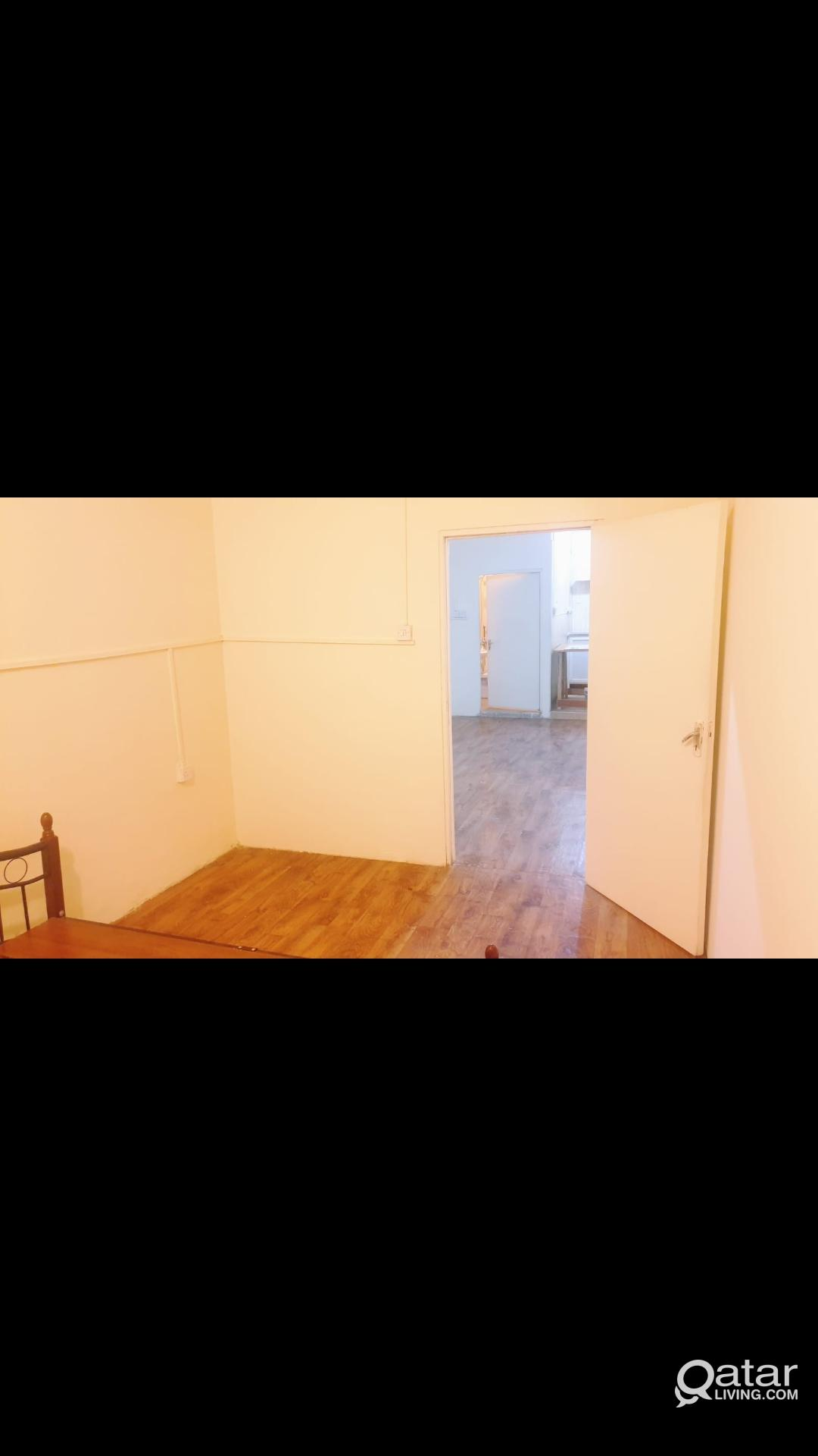 1 BHK NEAR UNIVERSITY PETROL WITHOUT COMISION
