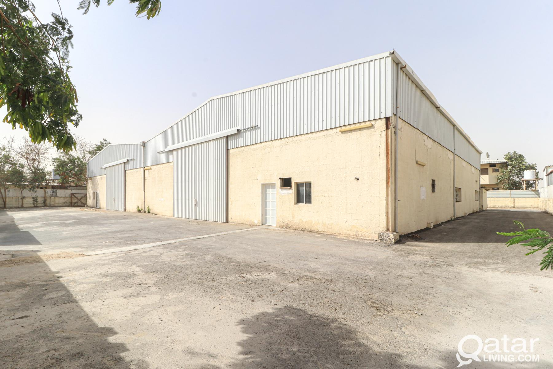 2600Sqm Warehouse with 9 Rooms in Industrial