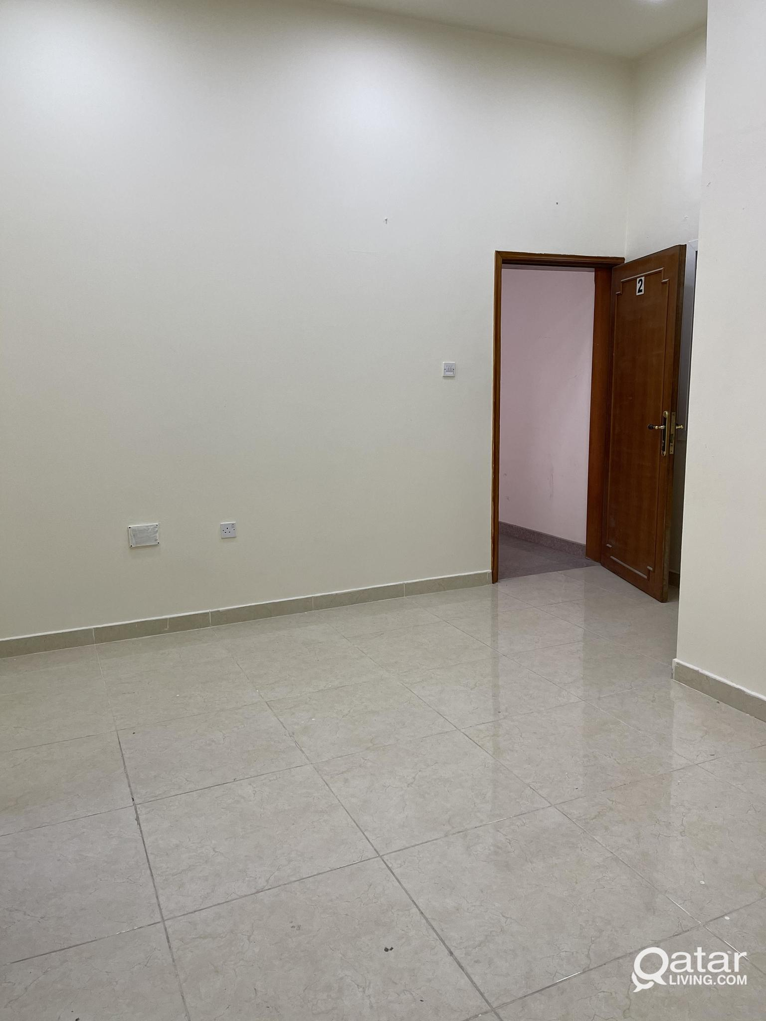 UNFURNISHED 3 BHK FLAT AVAILABLE IN MUNTAZAH NEAR