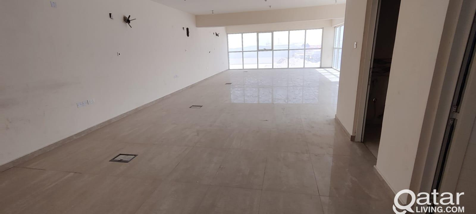 1100 Store with Showroom & 9 Room For Rent - Brand