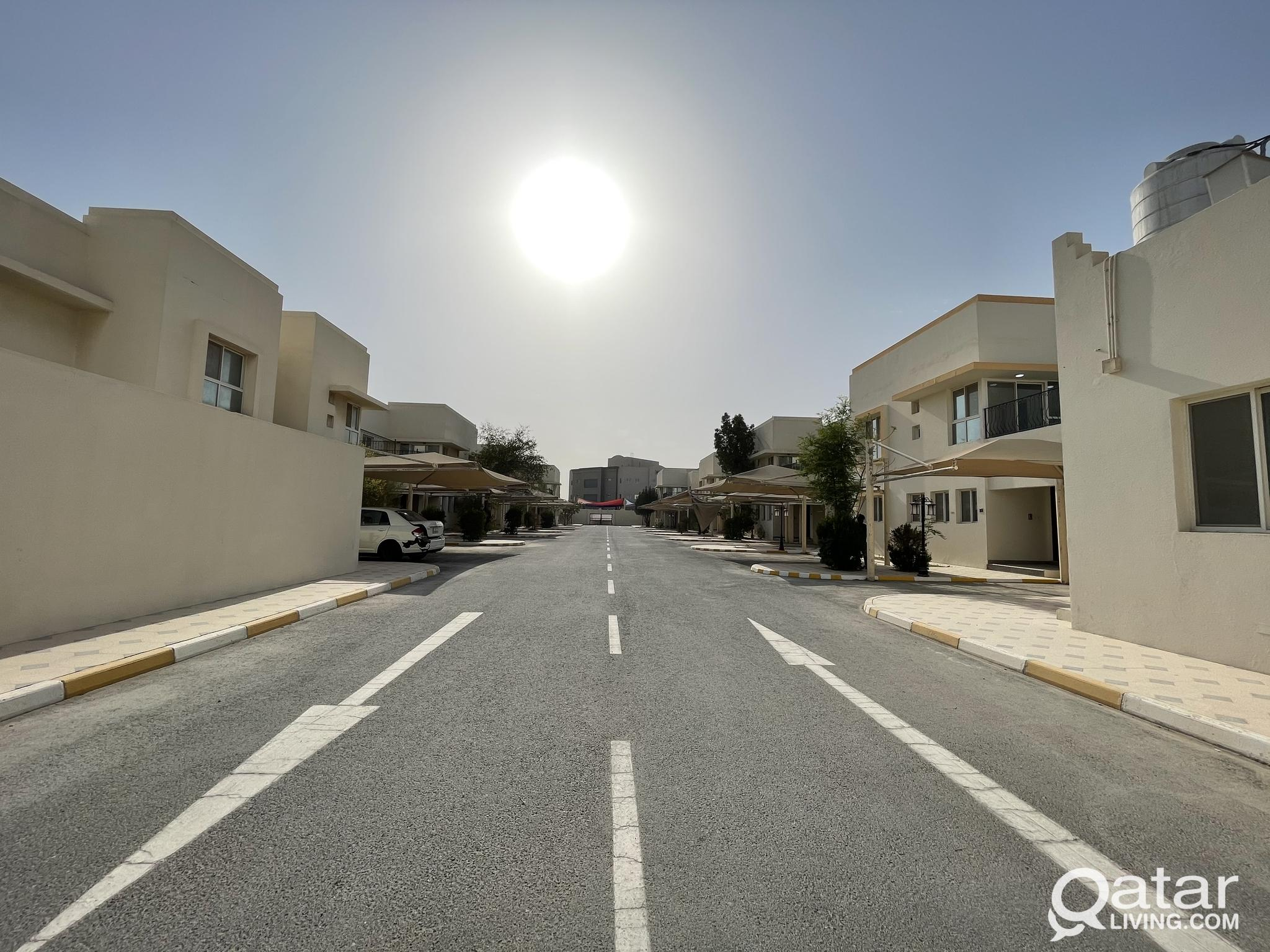 Mega Offer : Spacious 4 BHK Compound Villa For Ren