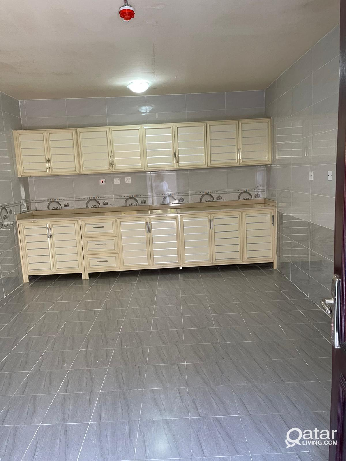 Brand New 600 Sqm and 8 Rooms Carpentry Workshop i