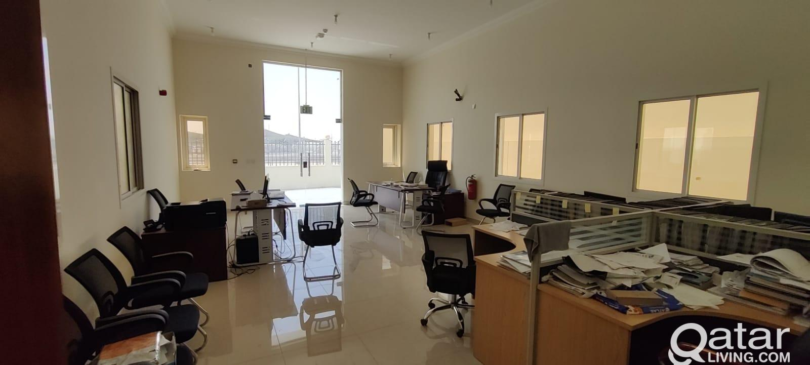 2000 Garage/ Workshop/ Store with 12 Room For Rent