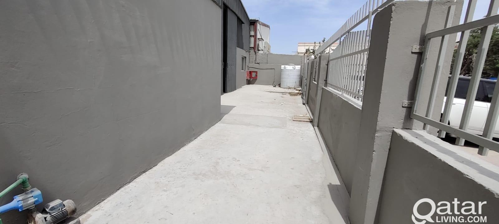 600 Workshop/ Store with 8 Room For Rent