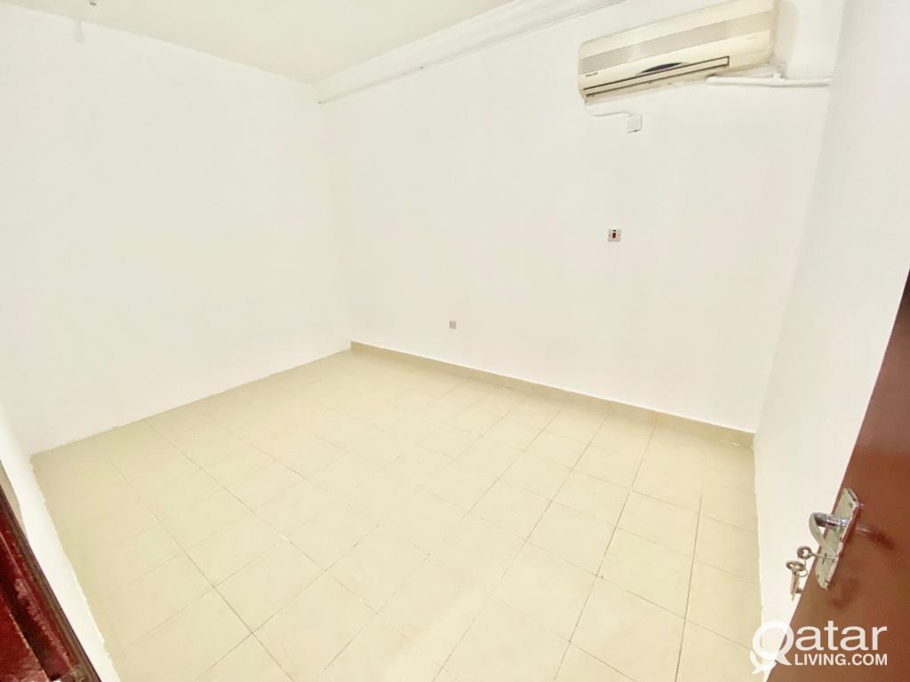1 BHK AVAILABLE  NEW SALATA NEAR TO 03 MALL