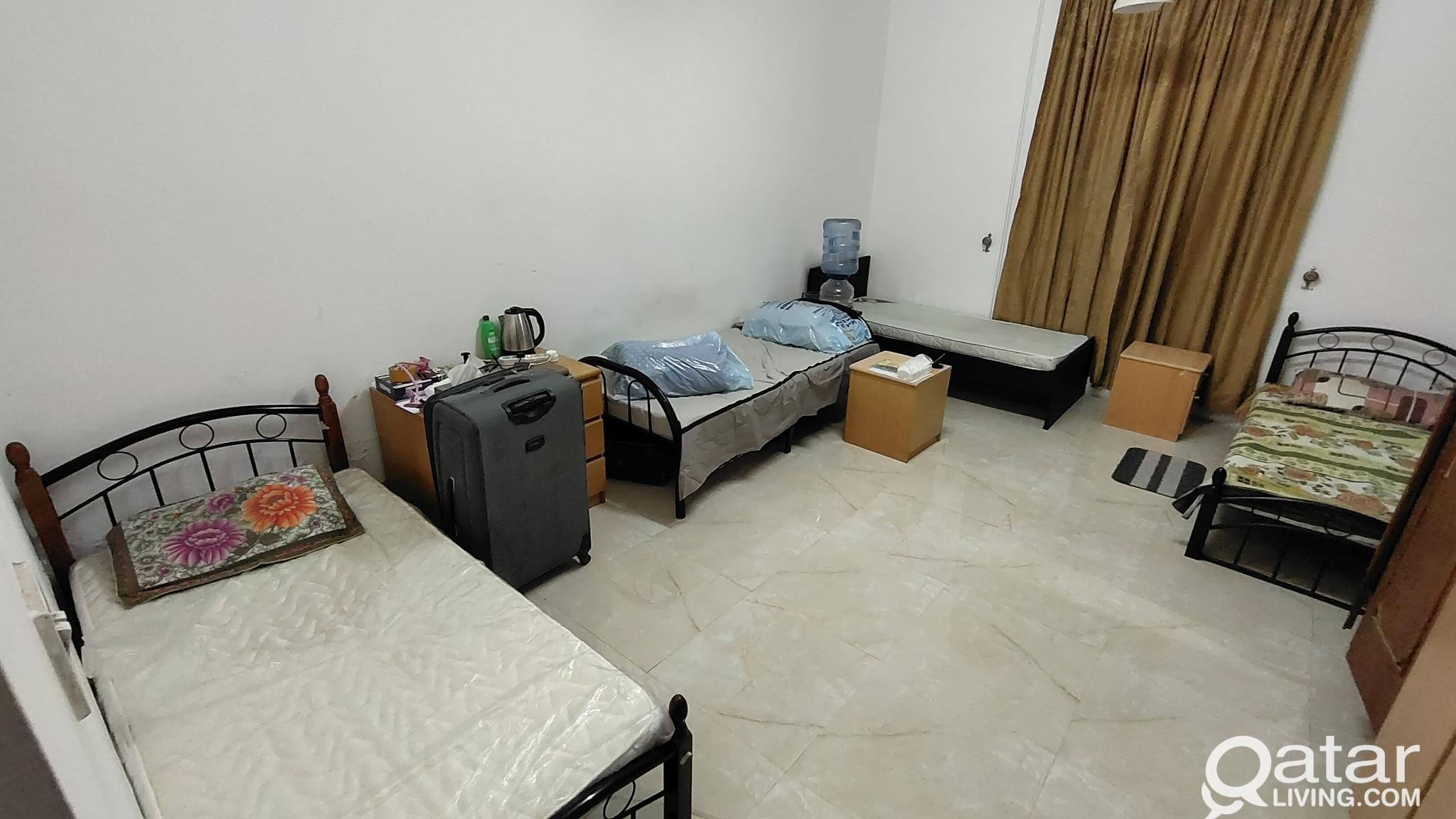 Bed Space for Bachelors (in bath attached room) in