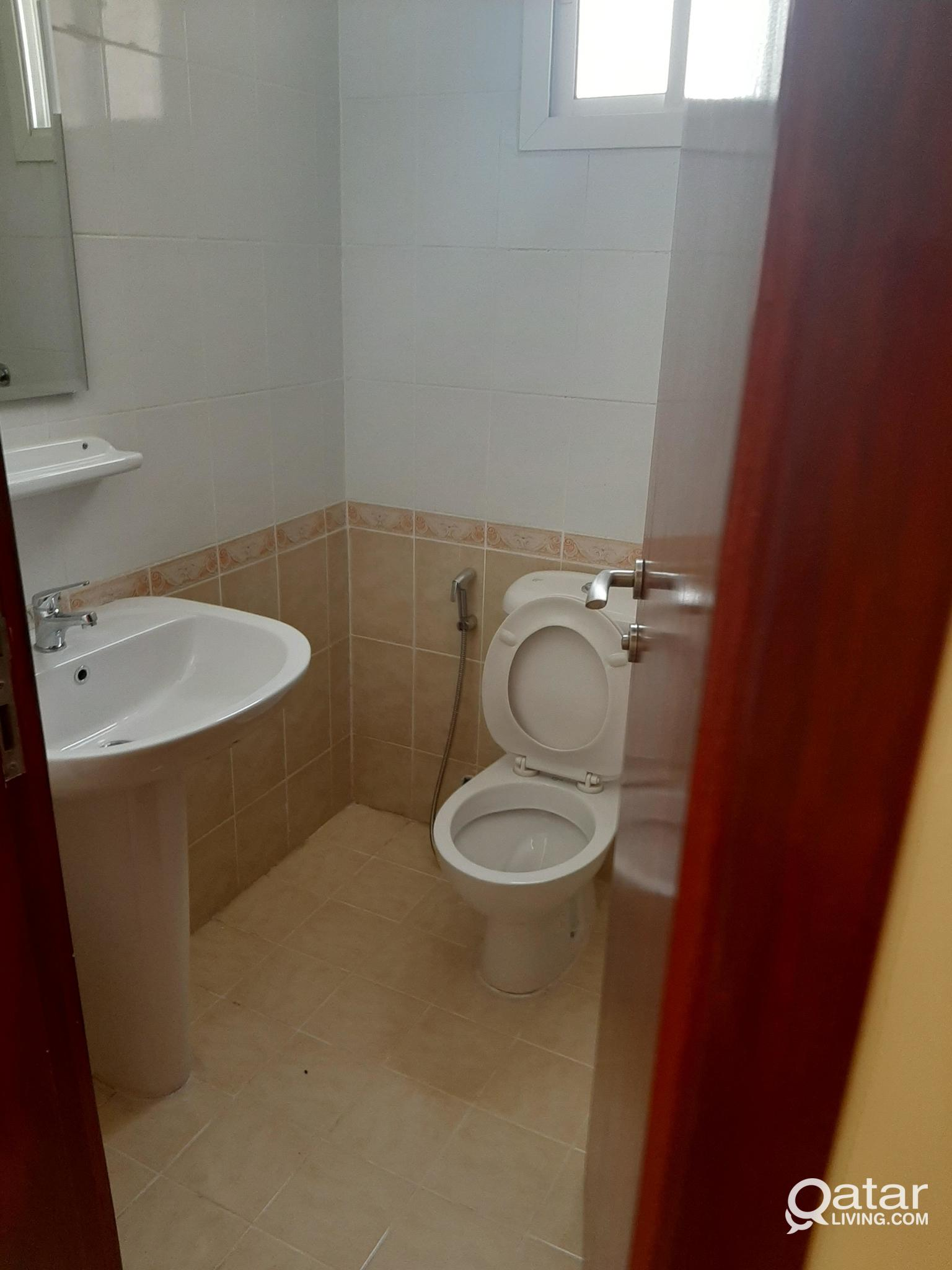 Executive bachelor Room/ bed Space available in mu