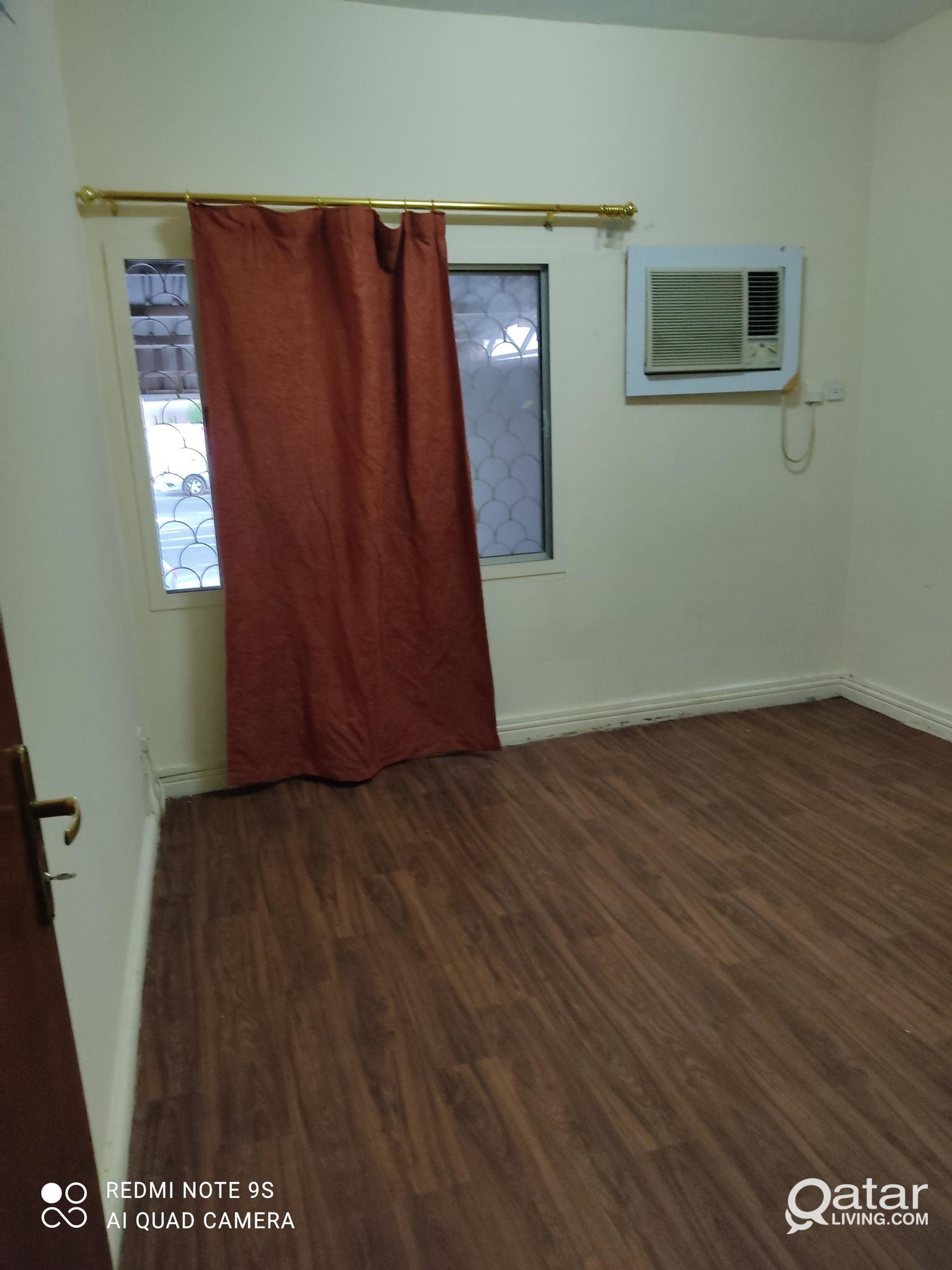 EXECUTIVE BACHELOR ROOMS IN FLATS NAJMA HOT BREAD