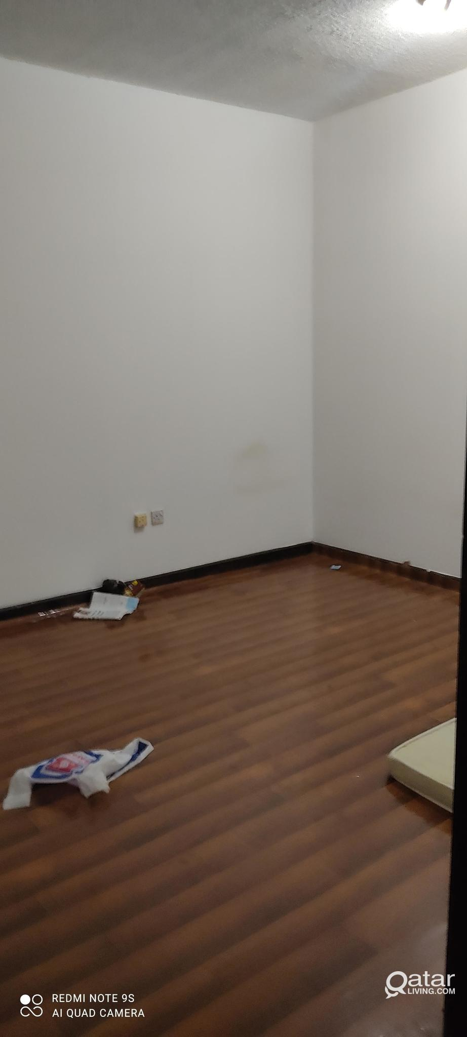 EXECUTIVE BACHELOR'S ROOM IN A FLAT NAJMA NEAR HOT