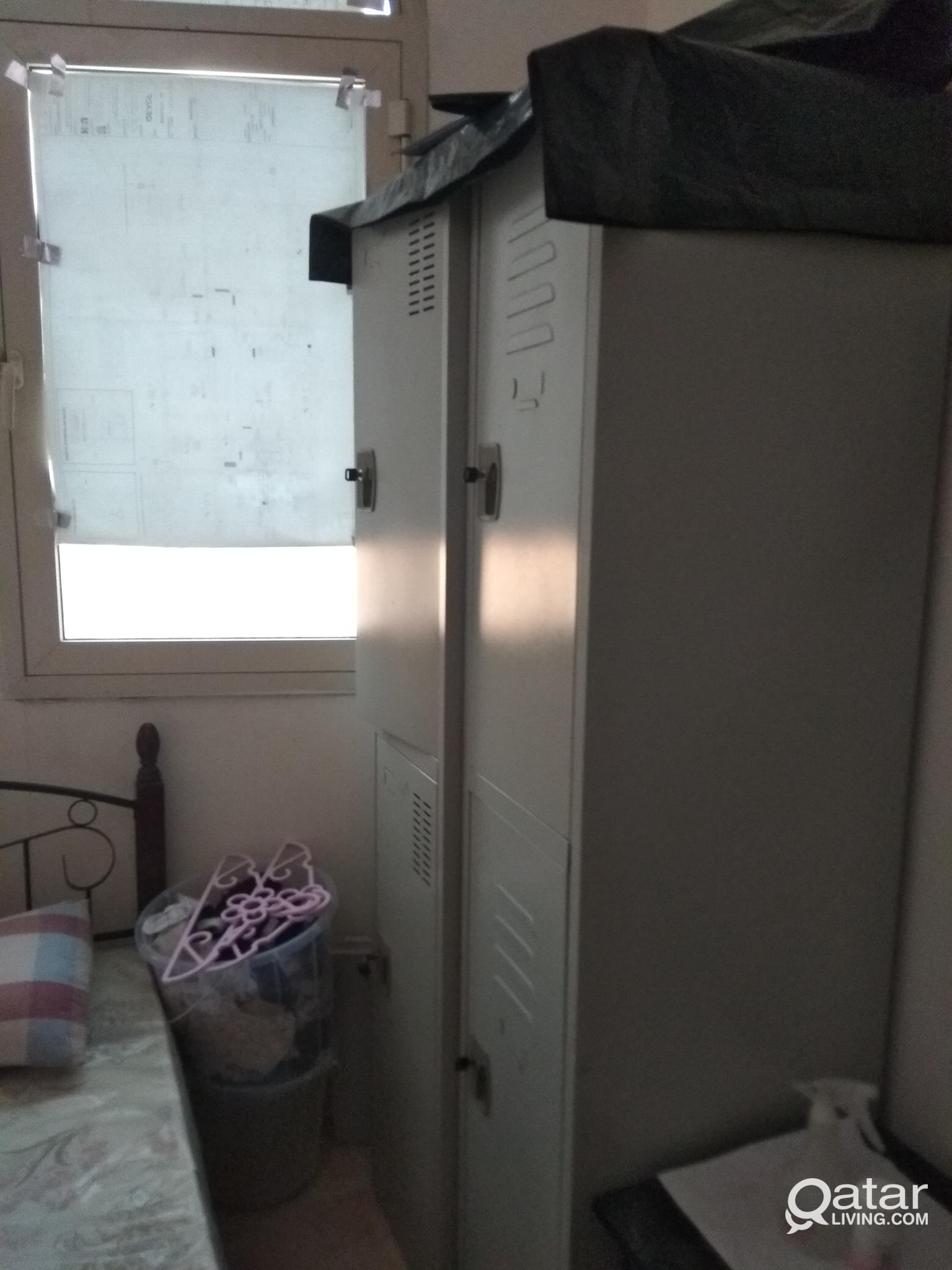 SMALL PARTITION ROOM EX. MALAYALI SHARING BED SPAC