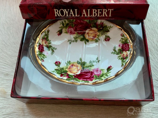 Beautiful Royal Albert Soap Dish