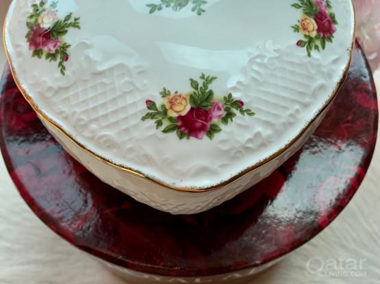 Beautiful Royal Albert trinket Box -As New