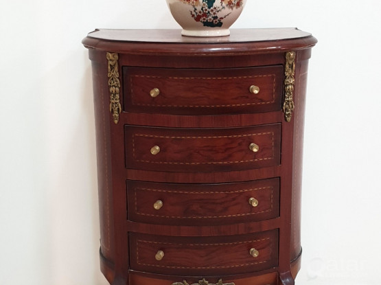Antique decorative side table with 4 drawers and vase