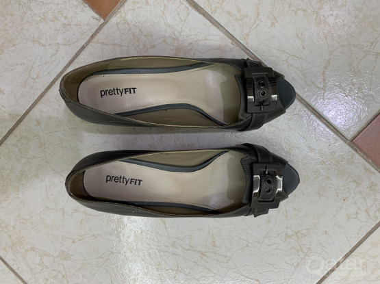 Pretty fit gray shoes size 41