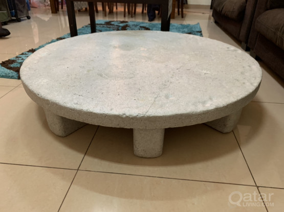 Round Dining Table Made Of Lightweight Material