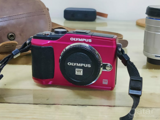 Olympus E-pl2 Mirrorless Camera.14-42mm& 40-150mm