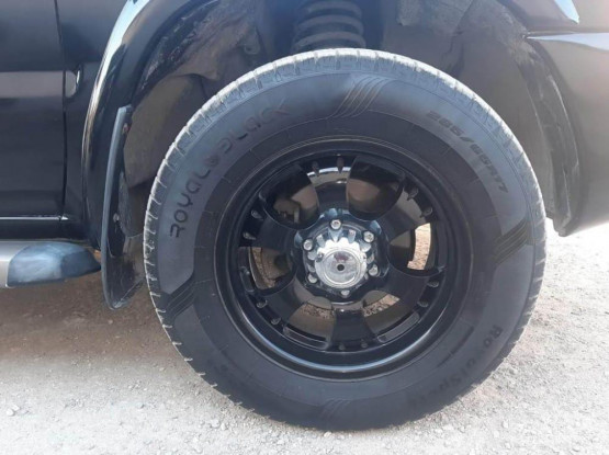 4wheels with tyres 265/65R17