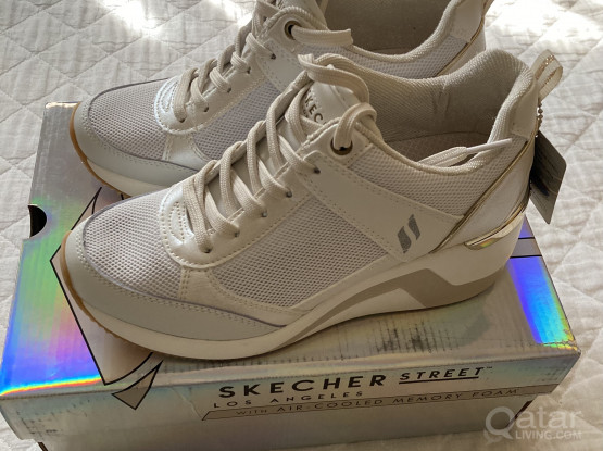 BRAND NEW! Women or Teen Girls Skechers Shoes (EUR 36)